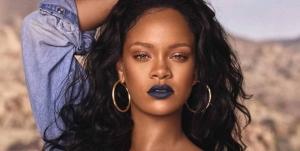 Rihanna Üstsüz Fotoğrafını Paylaştı Sosyal Medya Yıkıldı